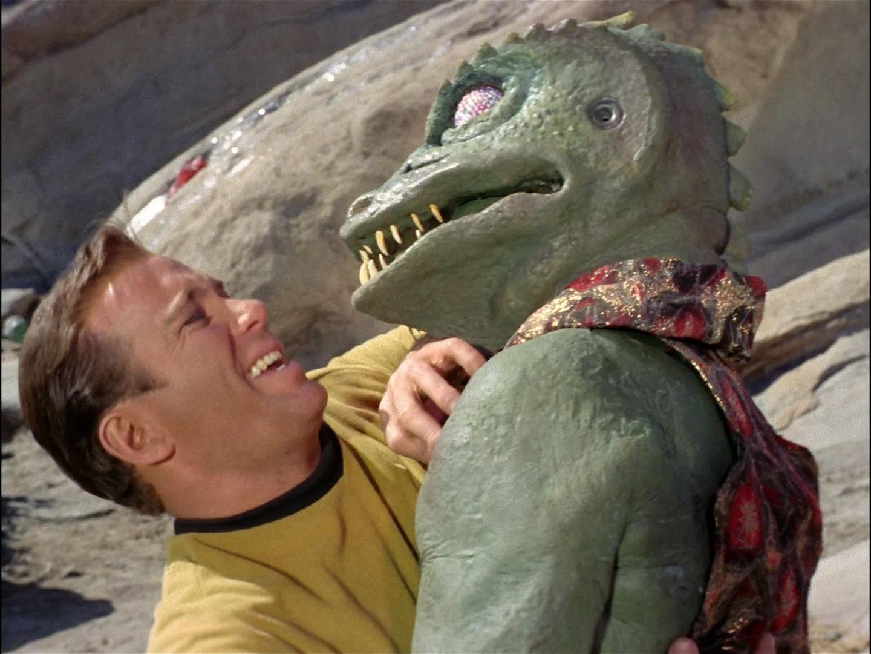 """James T. Kirk kämpft gegen den Gorn Captain in 2267. (TOS: """"Arena"""")"""